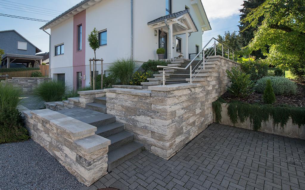 mauern hangbefestigungen natursteinmauern betonsteinmauern winterhalter projektbau. Black Bedroom Furniture Sets. Home Design Ideas