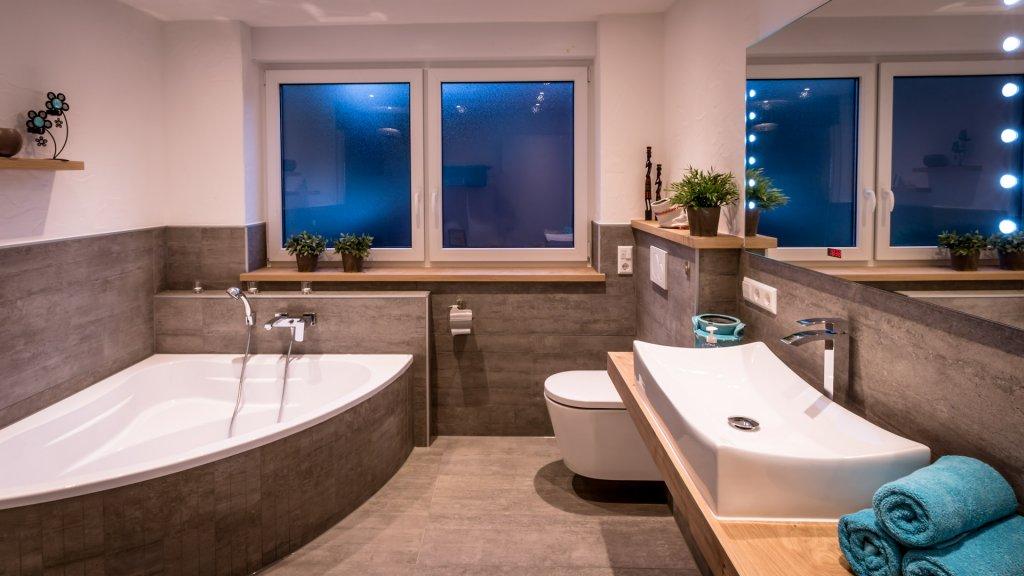 b der sanit r fliesen naturstein winterhalter projektbau simonswald. Black Bedroom Furniture Sets. Home Design Ideas